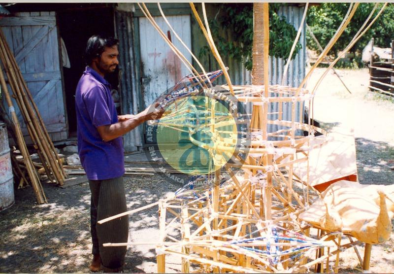 Constructing the Tazia -  13 July 2006 (4).tif