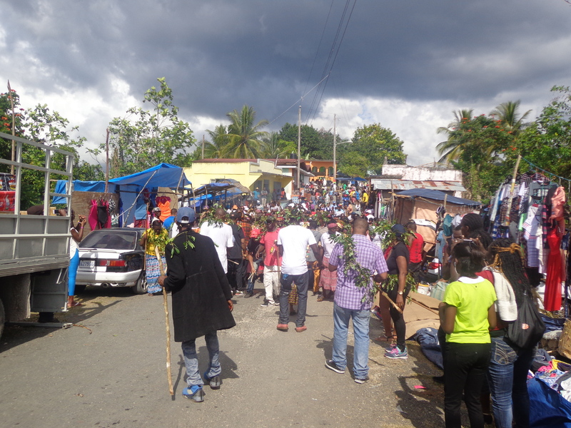 Procession through the town from the Kindah Tree.JPG